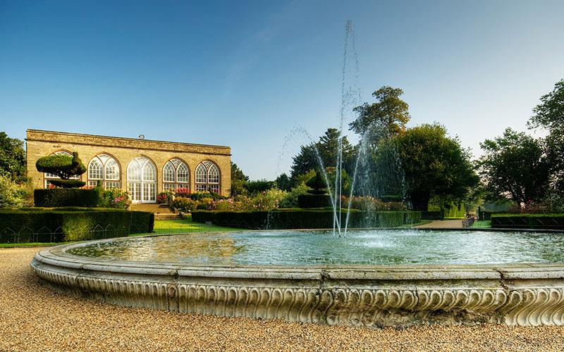 Warwick Castle - Fountain, gardens